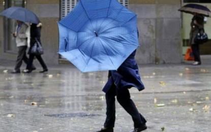 Avertizare de ploi torentiale si vijelii pentru toate judetele tarii