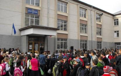 3 milioane de elevi incep astazi scoala. Ce schimbari aduce noul regulament dat de Ministerul Educatiei