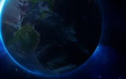 Terra şi Luna tranzitează în acelaşi timp Soarele