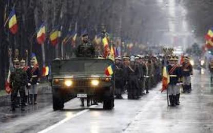 ZIUA NAŢIONALĂ: Parada militară de 1 Decembrie, în prezenţa a 10.000 de persoane. Preşedintele Klaus Iohannis, prezent în Piaţa Constituţiei