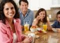 O treime dintre români NU iau micul dejun. Cum s-au schimbat obiceiurile culinare în mediul urban ?