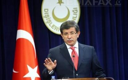 """Actualitate:Premierul Turciei îşi dă demisia: """"Retragerea din funcţie nu este alegerea mea, ci o necesitate"""""""