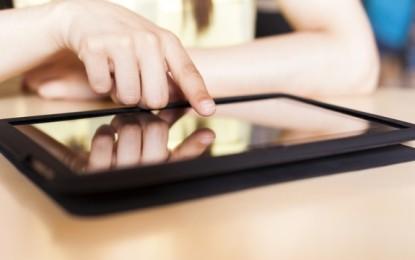 Mulţi părinţi şi profesori din România se opun lecţiilor digitale şi utilizării tabletelor în şcoli