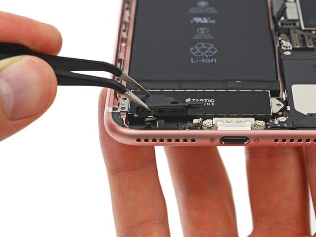 TECH : Dezmembrarea iPhone 7 Plus dezvăluie motivul eliminării jack-ului audio