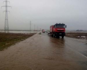 Ultima Ora : TRAFIC în condiţii de iarnă pe multe drumuri din ţară/ DN25 Galaţi – Tecuci, închis în continuare din cauza apei de pe carosabil