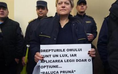 100 de angajaţi din Penitenciarul Colibaşi protestează. Ei cer demiterea ministrului Justiţiei