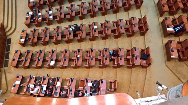 Scandal în Parlament după adoptarea creşterilor salariale. PNL aduce acuzaţii de fraudă: În sală au fost 168 de deputaţi, nu 184 – FOTO, VIDEO