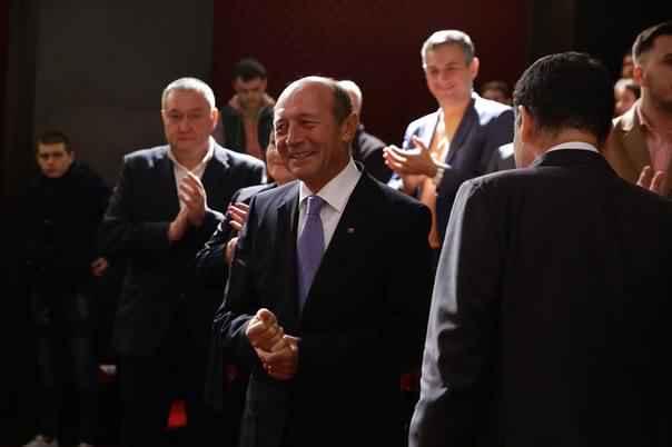 Băsescu îşi intră în rolul de PREŞEDINTE de onoare al partidului unionist din Republica Moldova: Românii nu pot trăi despărţiţi de Prut la nesfârşit