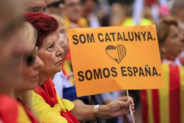 CRIZA din Catalonia  Premierul Spaniei a anunţat SUSPENDAREA guvernului catalan şi organizarea de alegeri noi în regiune/ Obiectivele lui Rajoy / Puigdemont va susţine un discurs