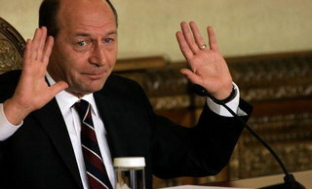 Traian Băsescu, lui Iohannis: Jucaţi Domnule Preşedinte! Cred că merită