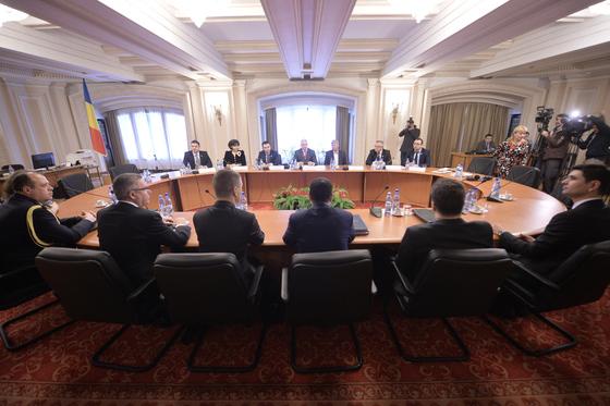 Prima reacţie politică după trecerea în rezervă a generalului SRI Dumitru Dumbravă: Un lucru bun şi un pas înainte