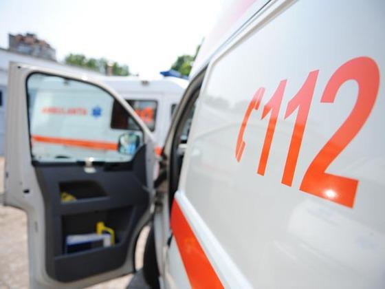 Patru oameni au ajuns la spital după ce o maşină condusă de un şofer băut a lovit o altă maşină, în 2 Mai