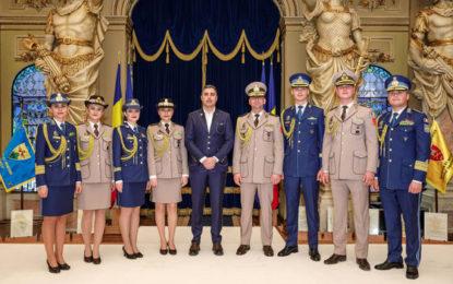 Noile propuneri de uniforme pentru militarii români, prezentate de Ministerul Apărării. Acestea au fost create de un celebru designer | FOTO