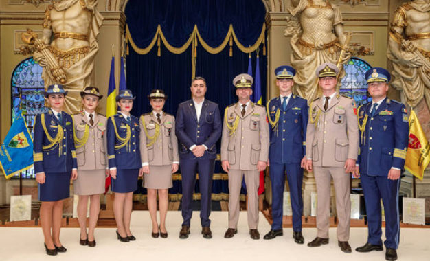 Noile propuneri de uniforme pentru militarii români, prezentate de Ministerul Apărării. Acestea au fost create de un celebru designer   FOTO