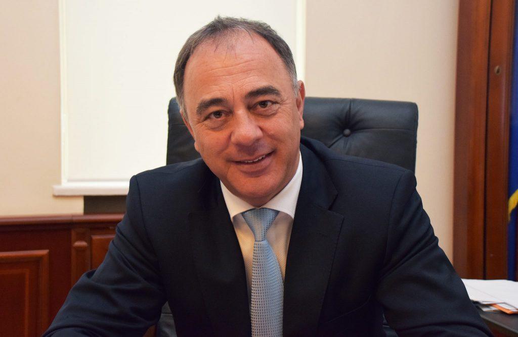 Primarul din Târgu Mureș vrea să pună condiții cuplurilor care își doresc copii, printre care și dovada unui loc de muncă Citeşte întreaga ştire: Primarul din Târgu Mureș vrea să pună condiții cuplurilor care își doresc copii, printre care și dovada unui loc de muncă