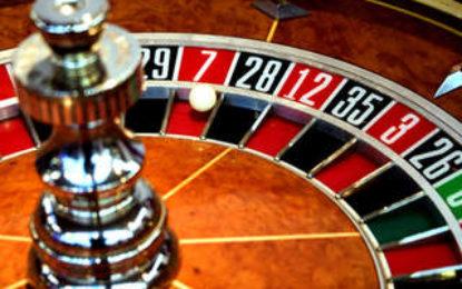 Sute de băcăuani au rămas fără ajutor social după ce s-a descoperit că au venituri din jocuri de noroc Citeşte întreaga ştire: Sute de băcăuani au rămas fără ajutor social după ce s-a descoperit că au venituri din jocuri de noroc