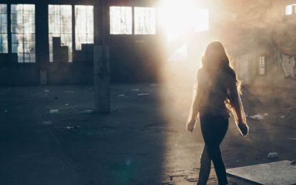 Adolescenta se afla în gara din Iași, când un bărbat s-a apropiat de ea. Când și-a dat seama ce făcea bărbatul, fata a luat-o la fugă și a anunțat poliția