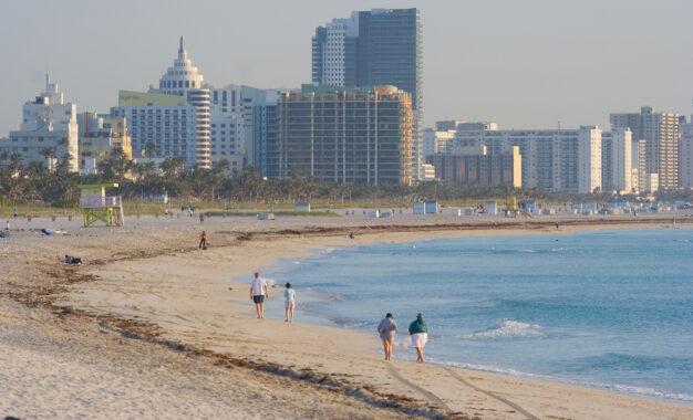 Stare de urgență la Miami, după ce turiștii au invadat orașul, nerespectând regulile sanitare. Poliția a făcut zeci de arestări Citeşte întreaga ştire: Stare de urgență la Miami, după ce turiștii au invadat orașul, nerespectând regulile sanitare. Poliția a făcut zeci de arestări