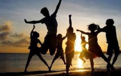 Studiu: Oamenii cu vârste între 65 şi 79 de ani se simt cei mai fericiţi