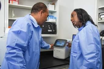 A început testarea pe oameni a medicamentului pentru coronavirus Citeşte întreaga ştire: A început testarea pe oameni a medicamentului pentru coronavirus